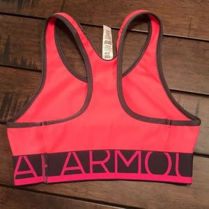 42132b3185054 Under Armour Shirts   Tops - Girls Under Armour sports bra Youth Small